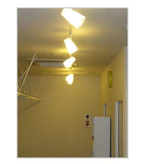 眩しくない電球色の間接照明